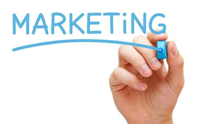 Các yếu tố môi trường ảnh hưởng đến chiến lược Marketing Mix